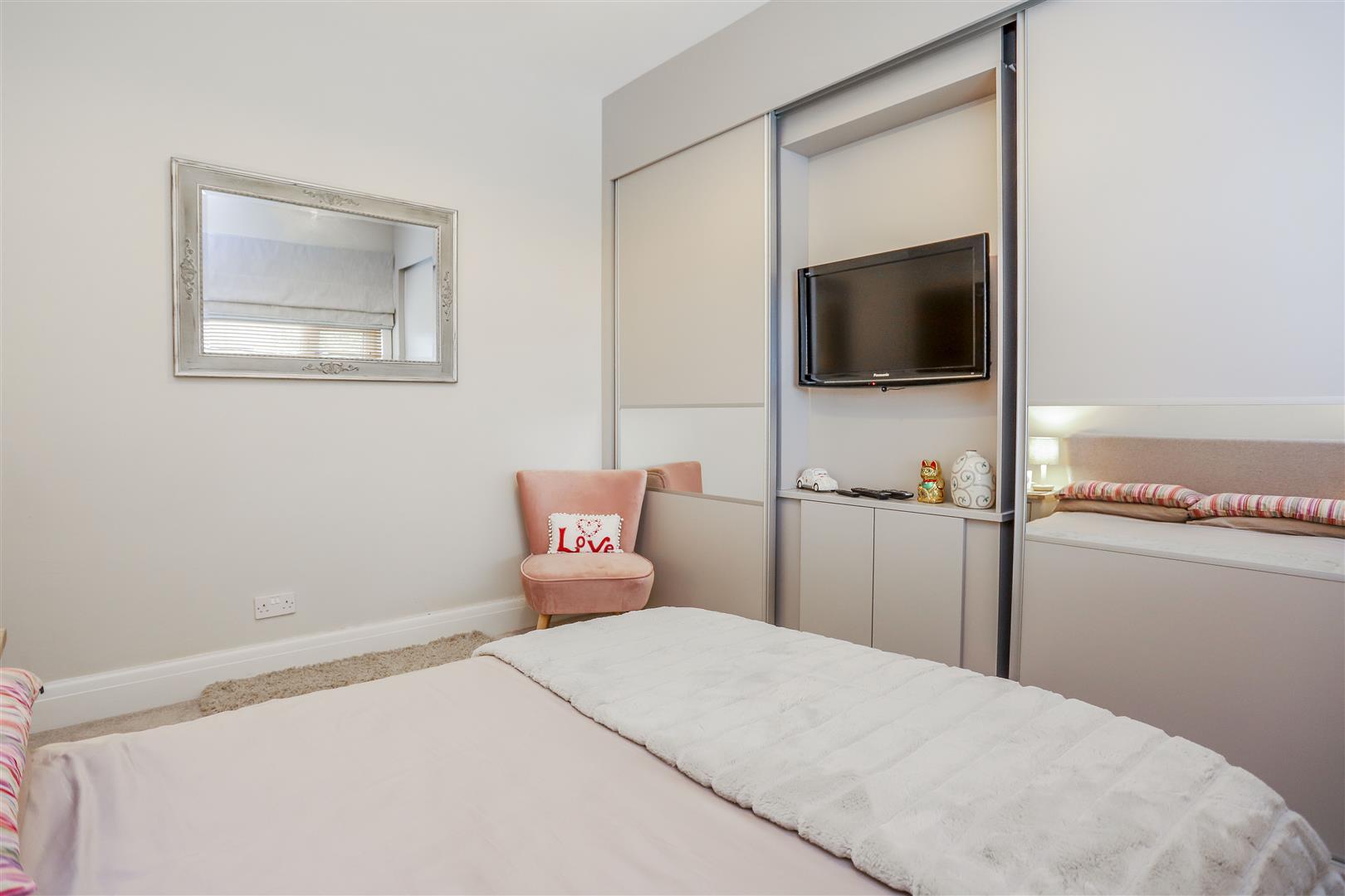 3 Bedroom Semi-detached House For Sale - 4.JPG